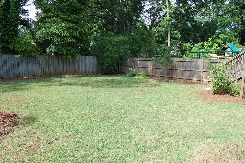 Fenced-in Level Back Yard