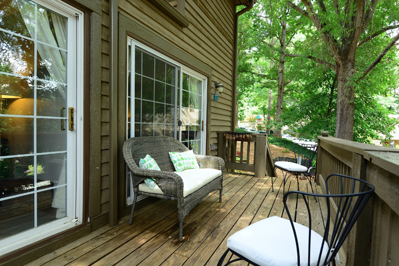 26 Deck Opens To Master Bedroom And Living Room Metro