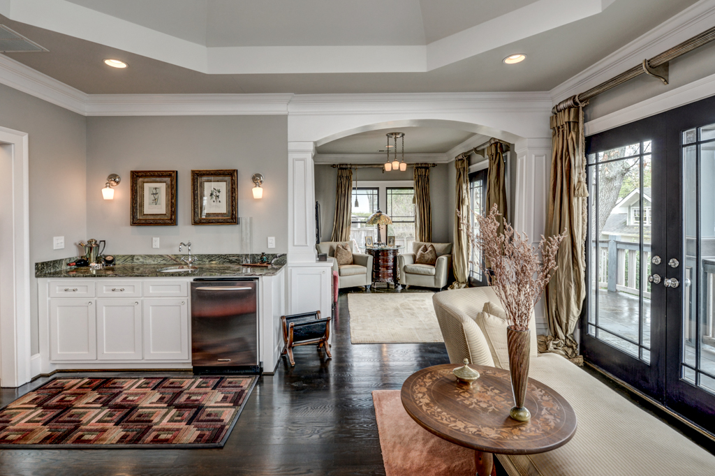 23 - Master with breakfast bar and private sitting room