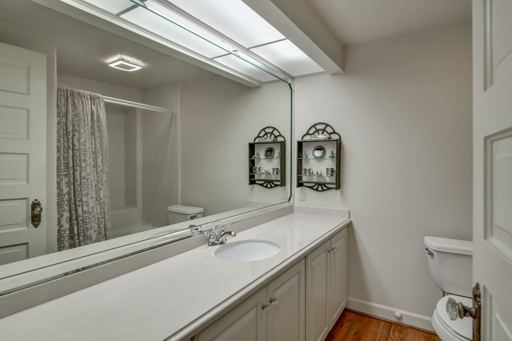 30. Upper level full bathroom