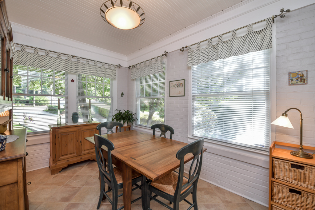 Sunroom or breakfast room making it an eat-in kitchen