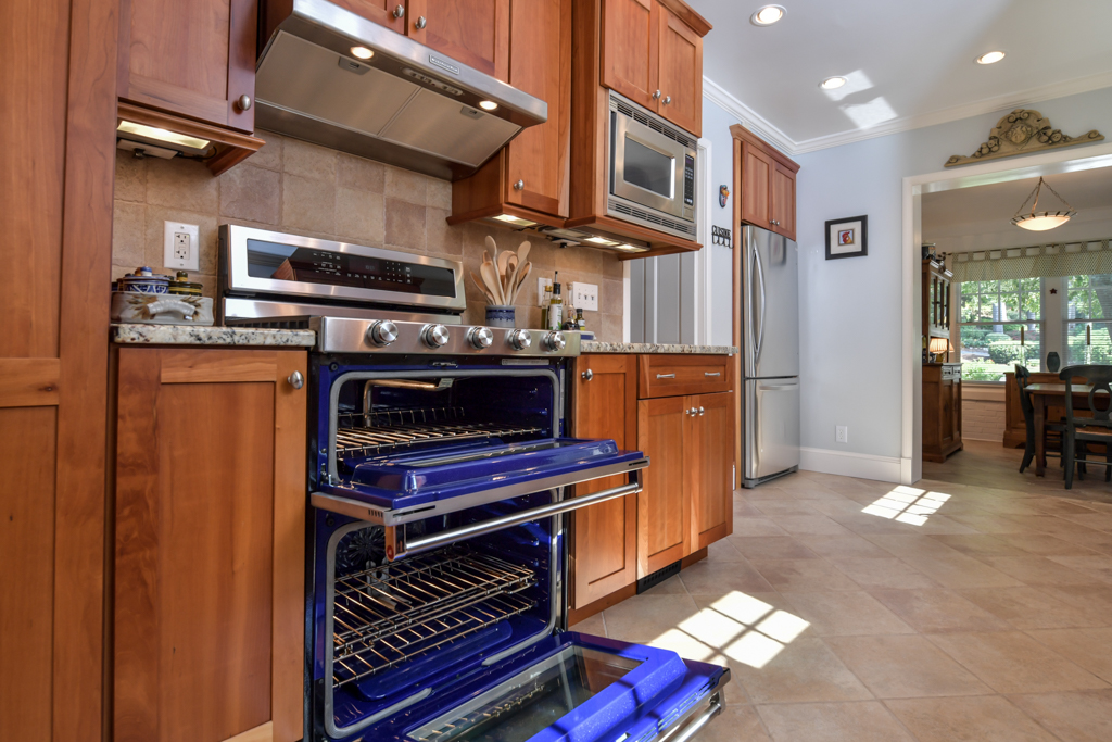 FEATURE: Stainless steel appliances including gas stove