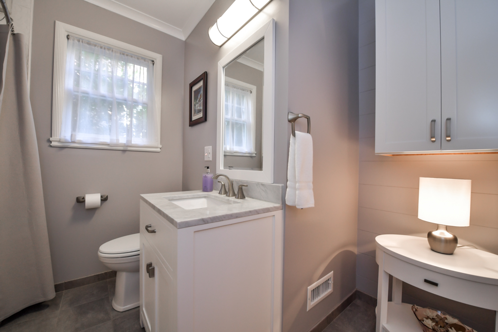 Renovated full bathroom on main level off central hallway